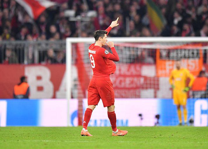 Lewandowski fagnar í kvöld.