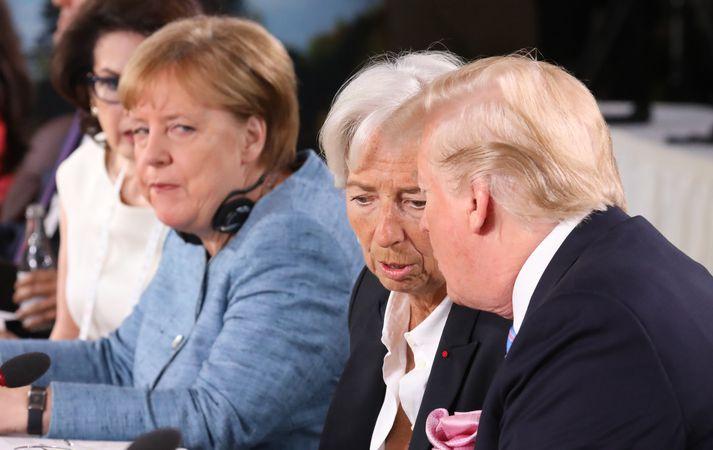 Angela Merkel segist vonsvikin með ákvörðun Donald Trump að draga til baka stuðning sinn við yfirlýsingu G7 ríkjanna