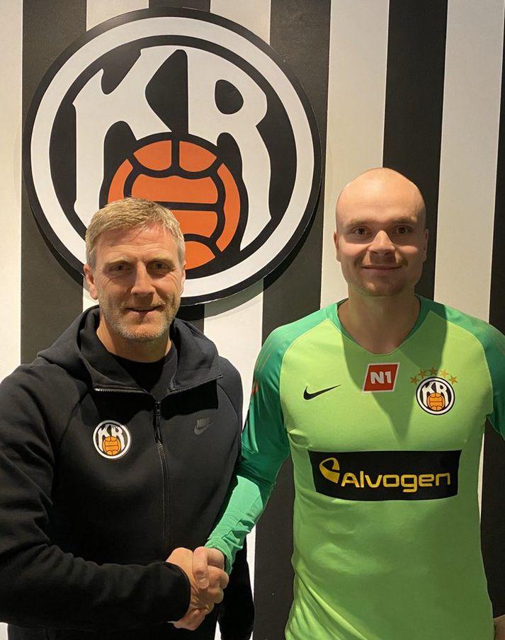 Guðjón Orri og Rúnar handsala samninginn.