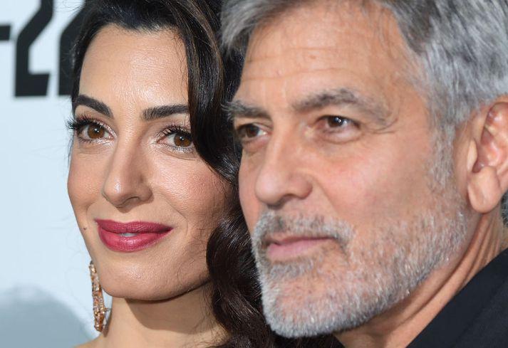 Bandaríski leikarinn George Clooney segir að nú sé rétti tíminn til að dusta rykið af pólitísku satírunni Catch 22.