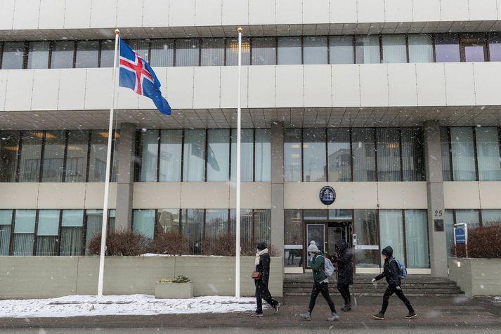 Borgaraþjónusta utanríkisráðuneytisins aðstoðar fólk við að komast heim til Íslands.