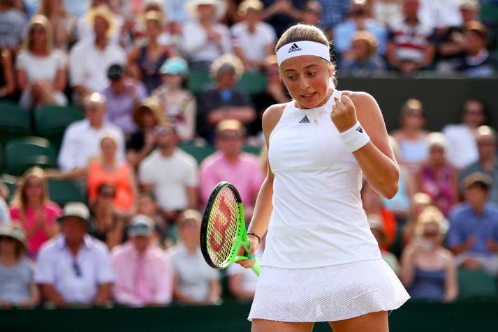 Jelena Ostapenko etur kappi á Wimbledon-mótinu í tennis.