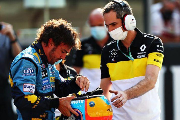 Fernando Alonso var í hjólreiðatúr þegar hann lenti í slysinu.