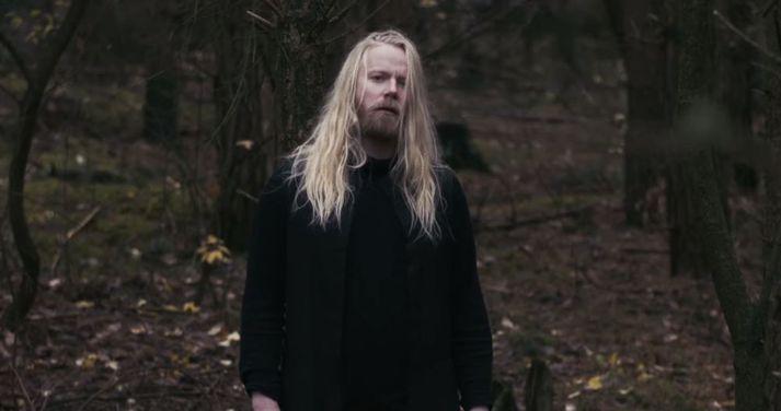 Högni Egilsson er kominn í samstarf með útgáfufyrirtækinu Erased Tapes og er mikið að gerast hjá þessum flotta söngvara.