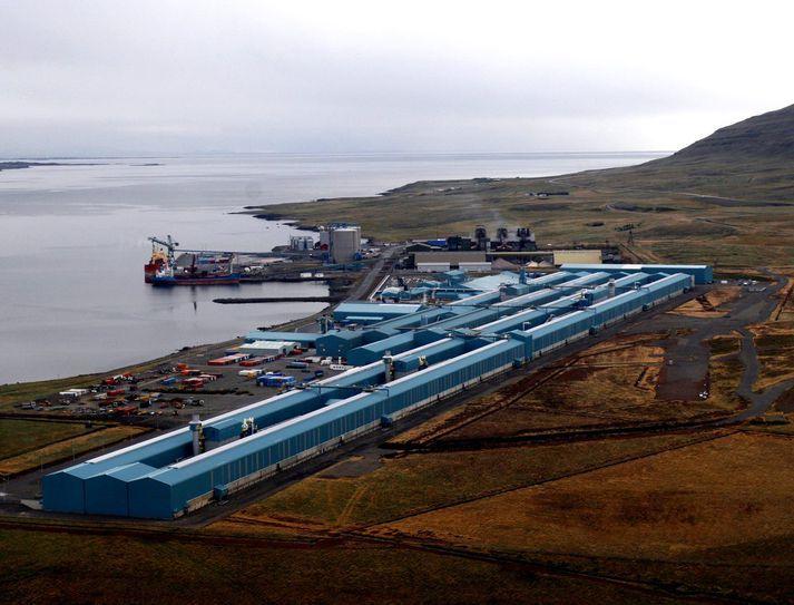 Alls koma 38% af losun Íslands á gróðurhúsalofttegundum frá málmiðnaði.