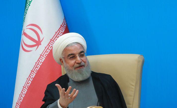 Rouhani forseti segir tilgangslaust af Bandaríkjamönnum að beita Khamenei æðstaklerk refsiaðgerðum.