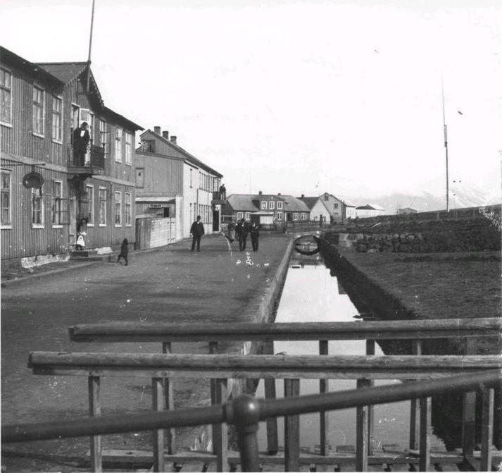Þann 27. janúar árið 1891 var Verzlunarmannafélag Reykjavíkur, VR, stofnað á fundi í veitingahúsinu Hermes við Lækjargötu.