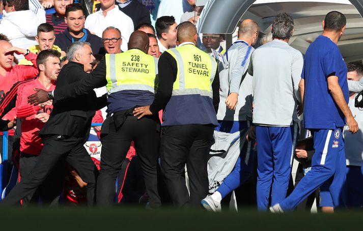Mourinho reynir að hjóla í Ianni.