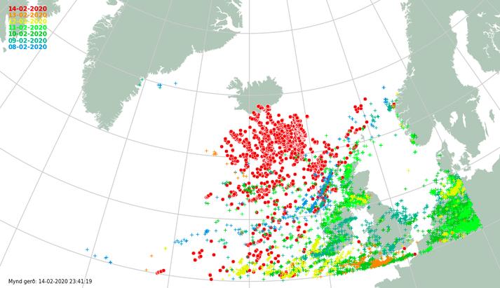Rauðu punktarnir sýna eldingar undanfarin sólarhring. Nokkrar voru eflaust sýnilegar íbúum á Suðurlandi.