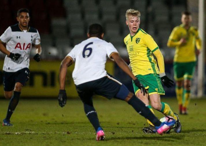 Ágúst Eðvald Hlynsson - leikmaður Víkings - í leik með Norwich City gegn Tottenham Hotspur.
