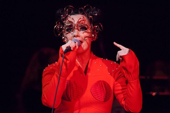 Björk á tónleikum í Hörpu í nóvember 2016.