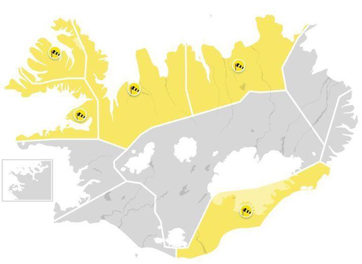 Spáð er suðvestan hvassviðri eða stormi þar sem vindhraði mun víða geta farið upp í 35 til 40 metra á sekúndu.