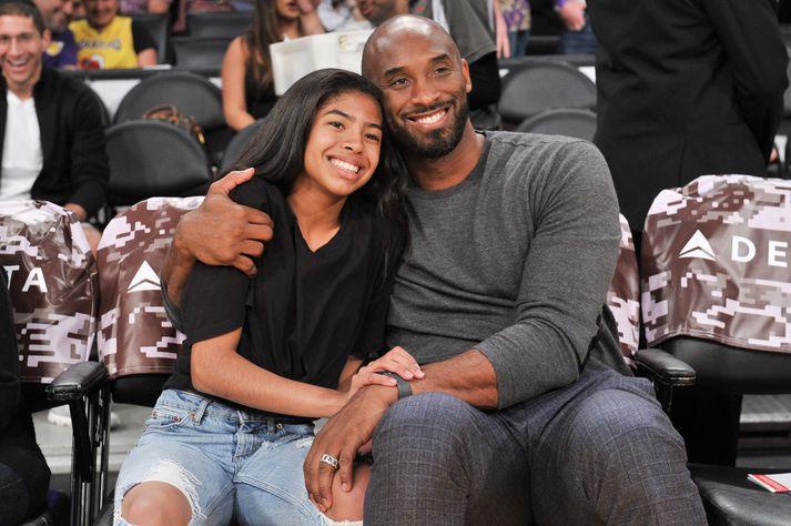 Kobe og Gianna Bryant á leik með Lakers á síðasta ári.