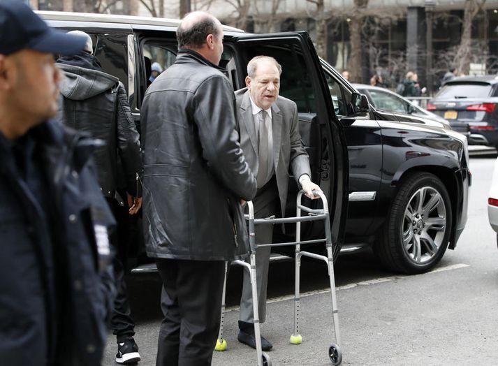 Weinstein mætir í dómsal.