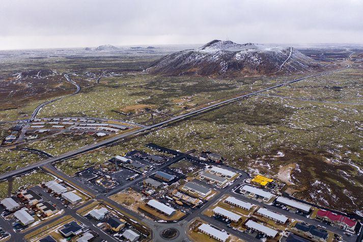 Horft yfir Þorbjörn og Grindavík.