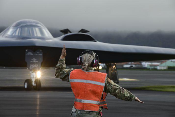 B-2 Spirit-sprengjuþota að leggja upp í flug frá Lajes-herflugvellinum á Azoreyjum í fyrradag.