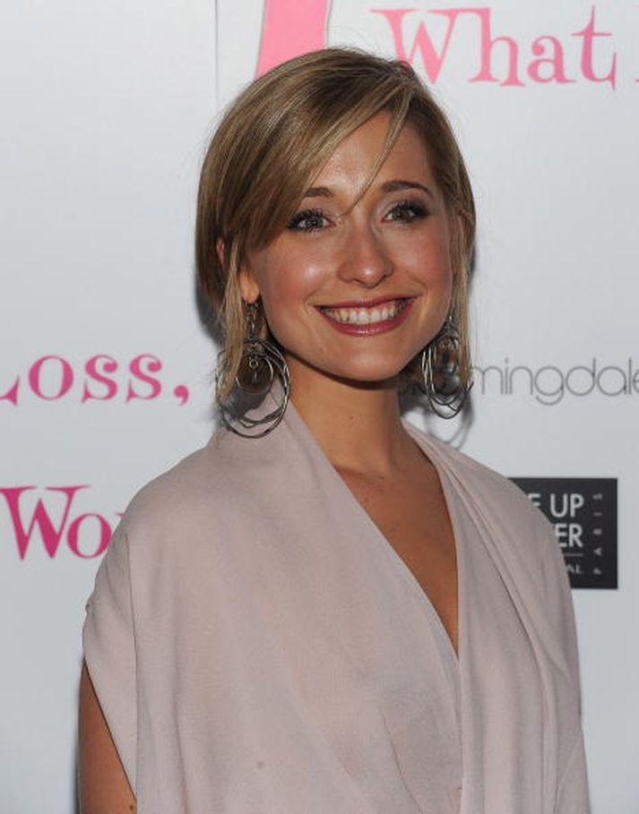 Allison Mack er þekktust fyrir hlutverk sitt sem Chloe Sullivan í þáttunum Smallville. Hún er sögð hafa verið helsti vitorðsmaður Raniere.
