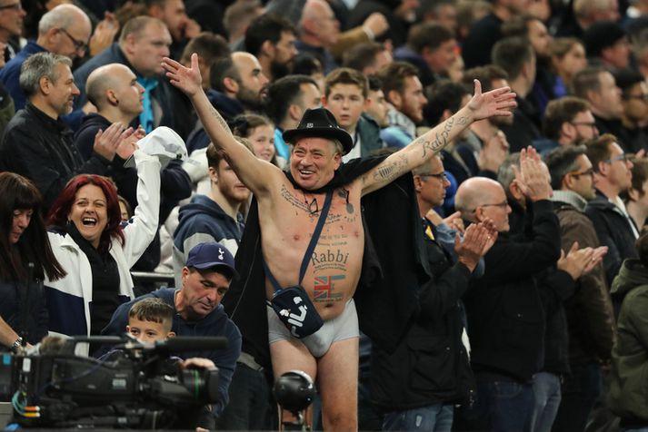 Það var gaman hjá þessum stuðningsmanni Tottenham á leiknum í gær.