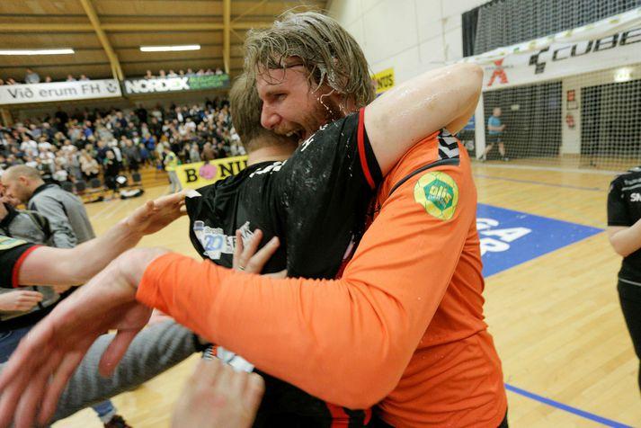 Aron Rafn Eðvarðsson fagnar Íslandsmeistaratitlinum 2018 með ÍBV.