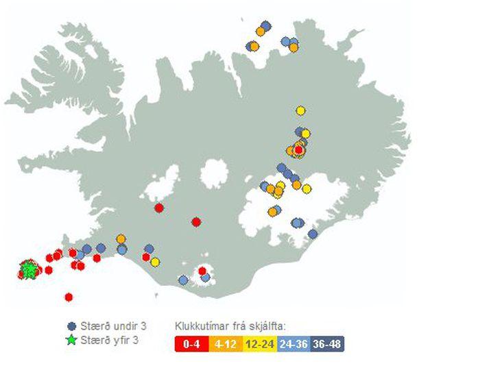 Á myndinni sjást jarðskjálftar á landinu síðustu 48 klst. Þá sést að jarðskjálftar sem voru stærri en 3,0 mældust suðvestur af Reykjanesi. Skjáskotið var tekið klukkan 14:10.