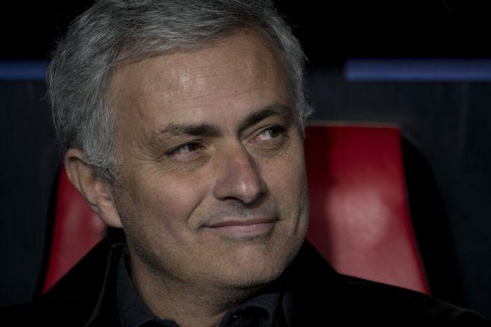 Mourinho á hliðarlínunni í kvöld.