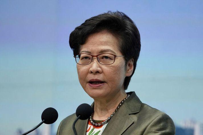 Carrie Lam, leiðtogi Hong Kong á vikulegum blaðamannafundi sínum í dag.