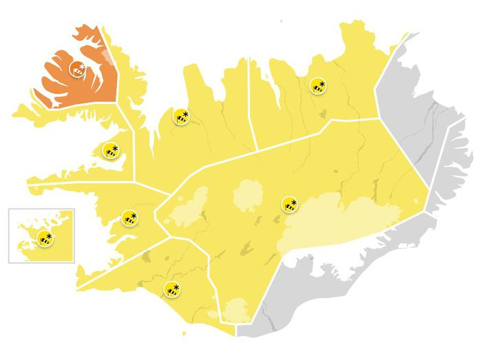 Viðvaranir eru í gildi víðast hvar á landinu í dag vegna veðurs.