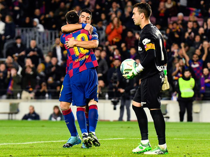 Suarez og Messi fagna í gær.