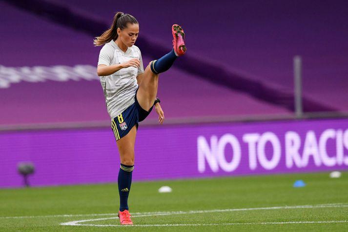 Sara Björk Gunnarsdóttir hitar hér upp fyrir leik með Olympique Lyon í Meistaradeildinni í fyrra.