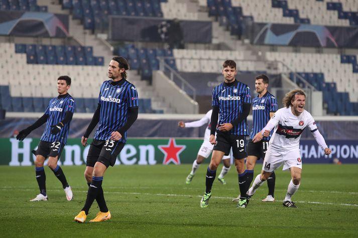 Alexander Scholz fagnar eftir að hafa komið Midtjylland yfir gegn Atalanta.