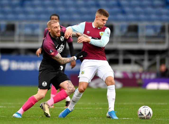 Jóhann Berg í leik gegn Peterborough United í FA-bikarnum.