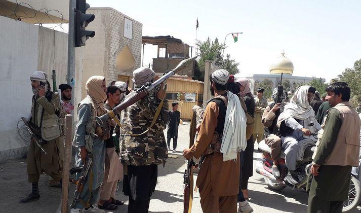 Vígamenn Talibana á götum Ghazni.