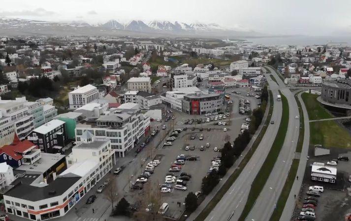 Reiknað er með að uppbyggingin verði hér, á þessum bílastæðum.