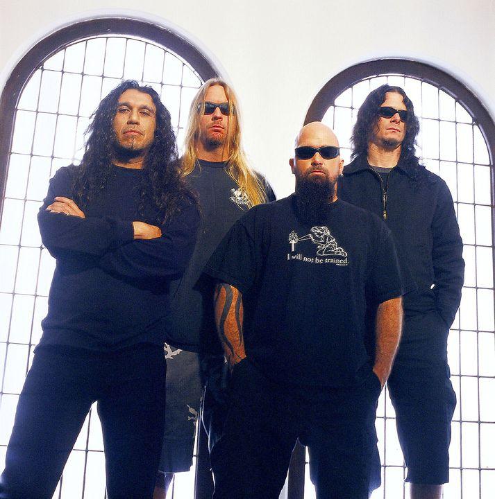 Amerísku rokkararnir í Slayer eru upphafsmenn thrash metal stefnunnar ásamt Íslandsvinunum í Metallica og Megadeth. Íslendingar virðast ákaflega hrifnir af stefnunni.