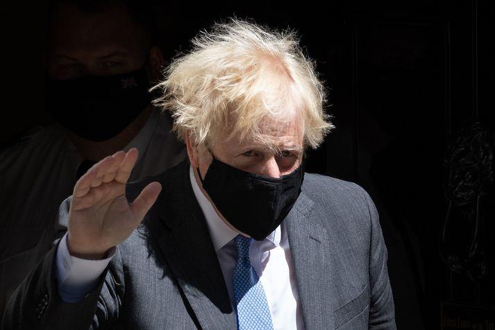 Boris Johnson ætlaði að sleppa sóttkví, þrátt fyrir að hafa verið útsettur fyrir smiti, og fara í dagleg Covid-próf í staðin. Hann hefur nú hætt við það.