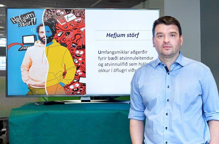 """Ásmundur Einar Daðason, félags- og barnamálaráðherra, setti á laggirnar átakið """"Hefjum störf""""."""
