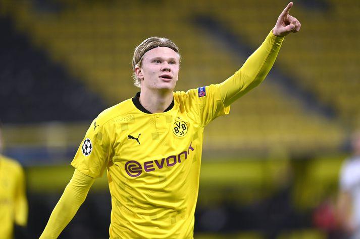 Erling Håland fagnar eftir að hafa komið Borussia Dortmund yfir gegn Club Brugge í Meistaradeild Evrópu í gær.