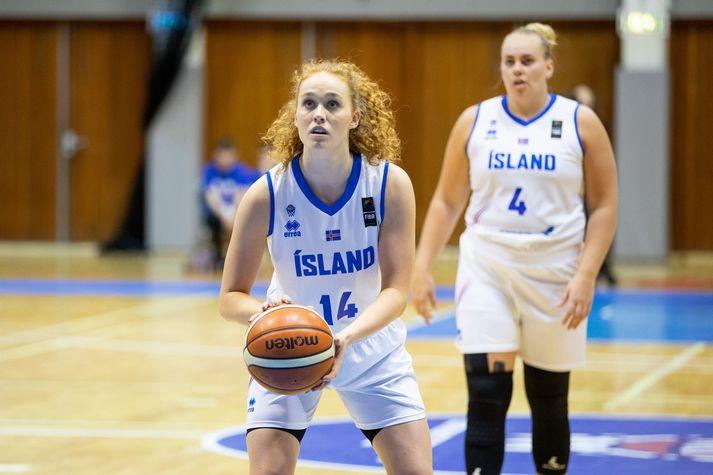 Sara Rún Hinriksdóttir í leik með íslenska landsliðinu.