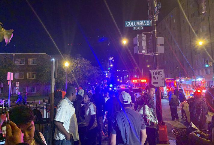 Skotárásin átti sér stað nærri gatnamótum 14. strætis og Columbia Road í Columbia Heights hverfinu.
