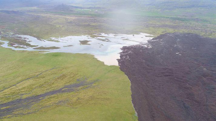 Skriðan rann yfir farveg Hítarár sem stíflaðist.