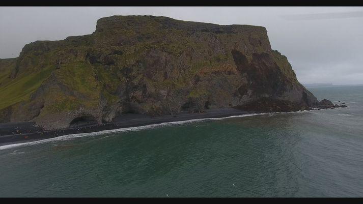 Skriðusárið í Reynisfjalli er stórt eins og sjá má á þessari mynd.