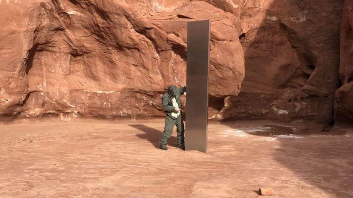 Súlan sem um ræðir er í óbyggðum Utah og virðist hafa fundist fyrir tilviljun.