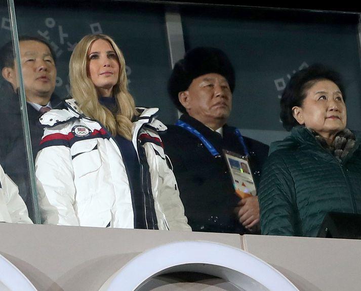 Kim Yong-chol ásamt Ivönku Trump á vetrarólympíuleikunum í Suður-Kóreu.