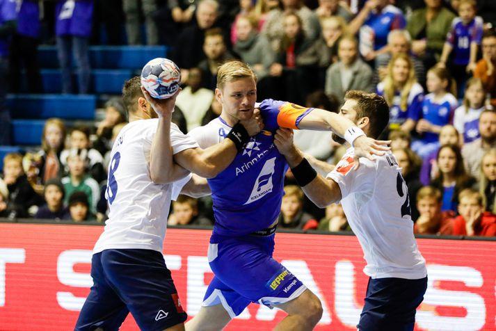 Aron Pálmarsson skoraði fimm mörk gegn Grikkjum.