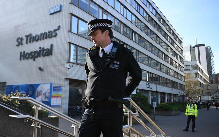 Boris Johnson, forsætisráðherra Bretlands, dvelur nú á gjörgæsludeild St Thomas sjúkrahússins í London.