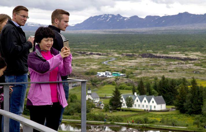Mikið og gott útsýni er yfir Þingvelli af Hakinu.