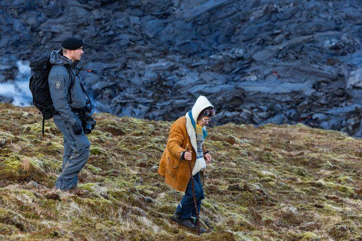 Þegar gossvæðinu var lokað seinnipart þriðjudags vegna gasmengunar þurftu sérsveitarlögreglumenn að aðstoða við að rýma svæðið.