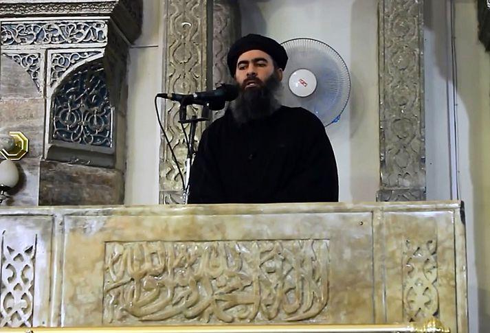Abu Bakr Al-Baghdadi í Mosul árið 2014 þar sem hann lýsti yfir stofnun Kalífadæmis Íslamska ríkisins.