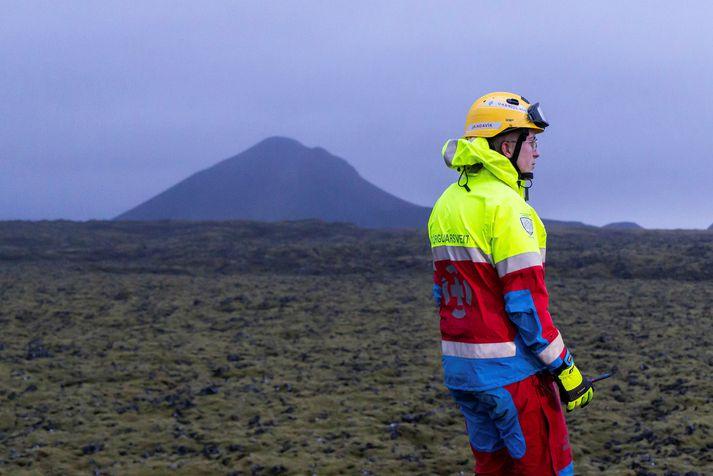 Aukamannskapur björgunarsveita- og lögreglufólks var kallaður út til að sinna rýmingu á svæðinu.