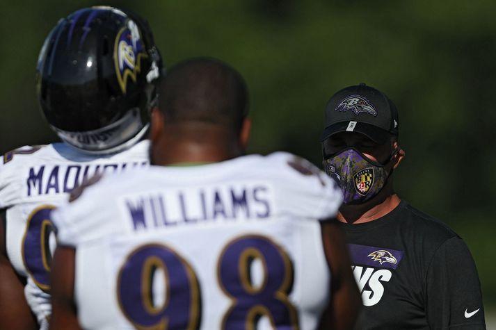Það kom upp hópsmit í herbúðum Baltimore Ravens.